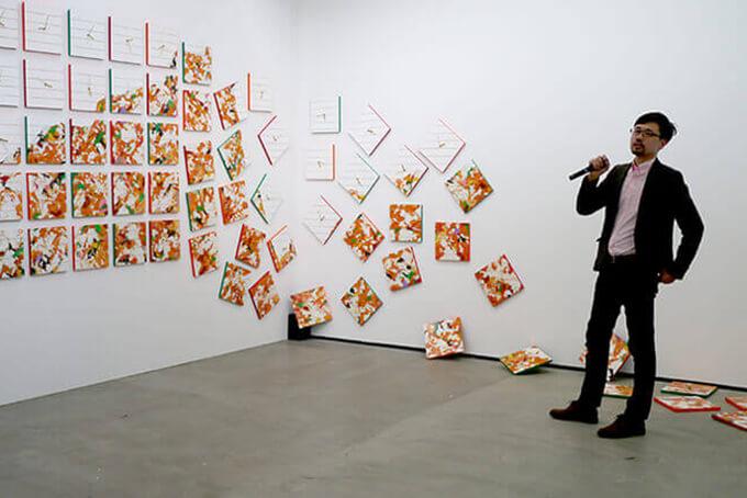 新宅睦仁の東京ワンダーサイトでの現代アート展覧会オープニングでのトーク風景
